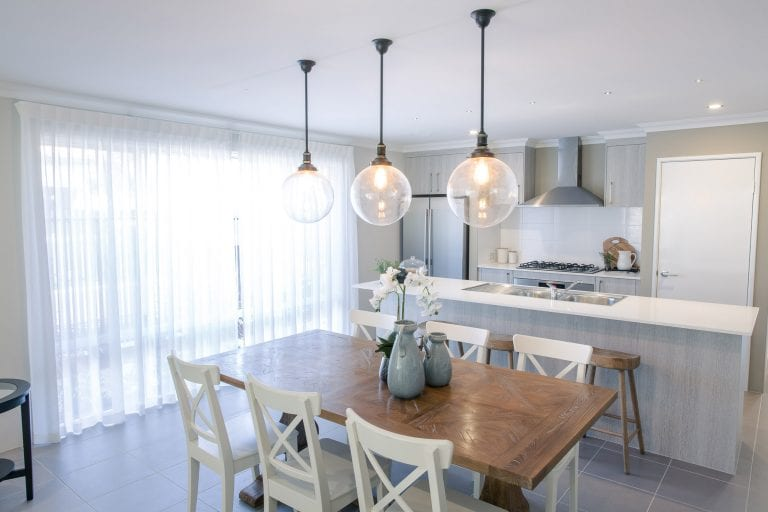 Kitchen dining family (2)