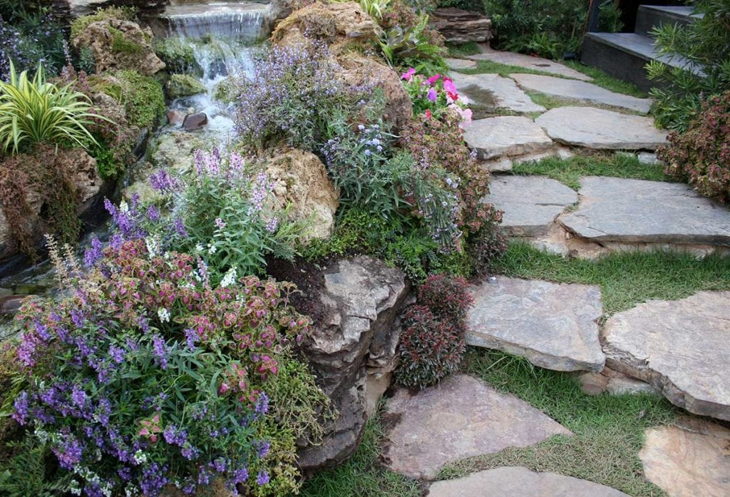 goodlifehomes - Tips for Landscaping Small Gardens